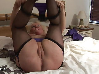 Big granny squirting exposed to her bed