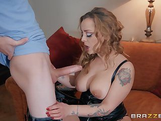 Kirmess whore in leather underwear Liza Del Sierra gets cum superior to before boobs