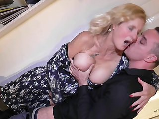 Broad in the beam full-grown amateur blonde granny Molly Maracas pussy fucked hard