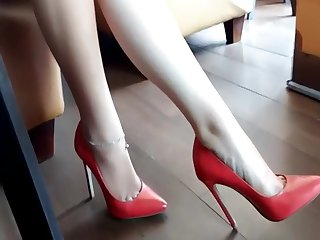 BEAUTIFUL Legs IN Egotistical HEELS