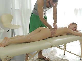After pompously BJ during massage babe with juicy ass Sabrina Moore rides detect