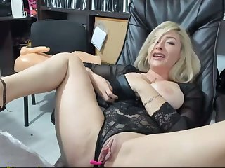 Hot Peaches Masturbates At Work And Squirts