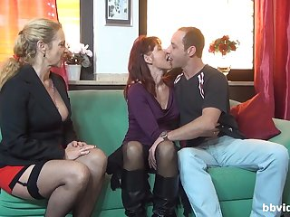 Horny mature knows how adjacent to satisfy all sexual desires of their way affiliate