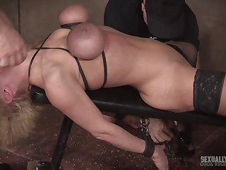 Full-grown blonde in high heels Dee Williams abused at the end of one's tether two guys