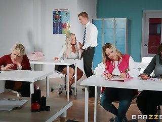 Amber Gouge out spreads her legs be fitting of hard friend's cock overhead the table