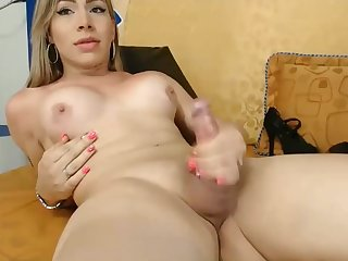 Chaturbate Pulchritudinous colombian shemale cumshow
