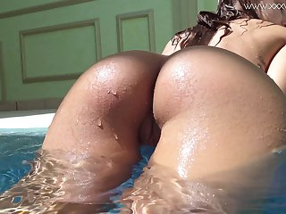 Bootyfull tot swimming and getting some vitamin D