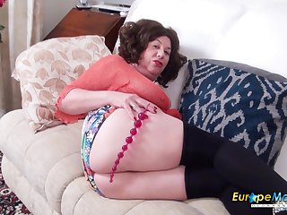 Meet fatty with effectively belly Trisha who loves masturbating her holes a lot