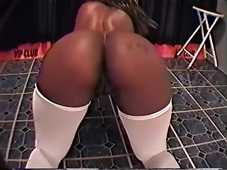 Sexy Bigg Nasty Works Her Thick Black Ass on the Pole