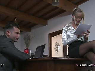 Mature secretary Bambola seduces her younger boss for a quickie