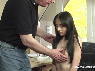 Young patient with puffy nipples Roxy Sky is craving be expeditious for sex with grey doctor