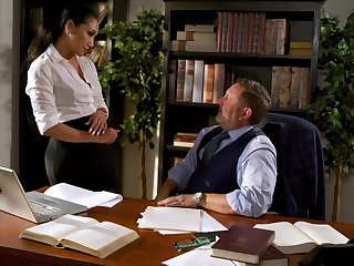 Fucking awesome secretary Vicki Chase gets intimate with reference to her old boss