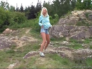 Outdoor dig up sucking video with beautiful blonde Carla and a stranger