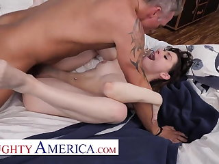 Naughty America - Kamryn Jayde has the urge approximately fuck her friend