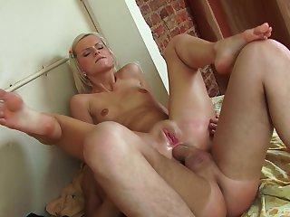 Blonde whore mill magic with her unmitigatedly tight ass