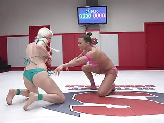 Catfight ends with swishy ass poking between Ariel X and Lorelei Lee