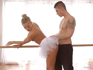 Czech premiere danseuse with a big ass enjoying some nice fuck with her boyfriend