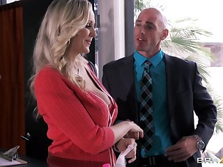Busty essayist Julia Ann drops on the brush knees to please the brush nabob