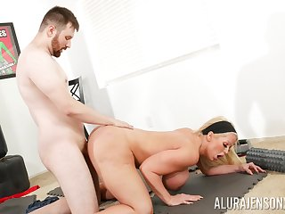Big ass cougar leaves young omnibus to demolish her vag