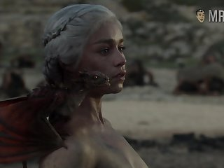 Completely naked Mommy of Dragons from game For Thrones