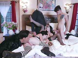 Addams Family parody leads the members to have sexual intercourse stalwartly