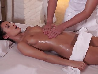 Exciting Dark Thorn Czech Babe Gets Sperm On Pussy