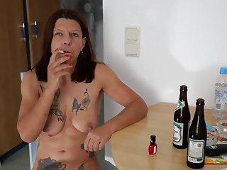 Schlampe Petra B & B Pleasure 2018 Masturbation in der Küche