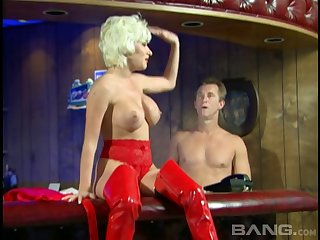 Blonde slut Nena Anderson drops her garments to have passionate sexual relations