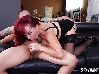 Mature delight Titillating Vanessa works out a deal concerning her omnibus