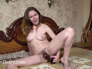 Sharon Rosie masturbates with her trifle up bed