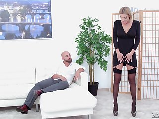 That long legged MILF has the charm looks and she fucks in the same way as no other