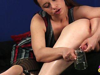 Girlfriend Olga Cabaeva knows how to milk her boyfriend's dick
