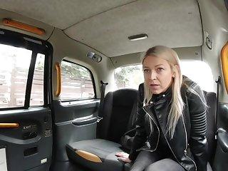 Sexy Czech bazaar milf got a free ride